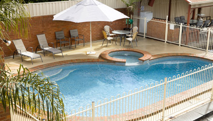 Courtyard Motor Inn - Swimming Pool