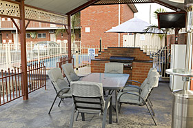 Courtyard Motor Inn - Gas BBQ